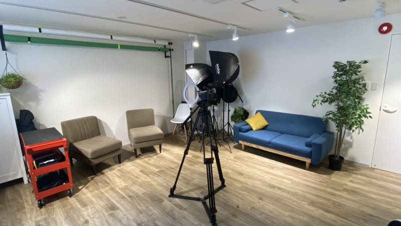 YouTube撮影、ブツ撮り、スチール撮影に!天井高2.3m - Nable Studio 【梅田駅近】撮影スタジオの室内の写真