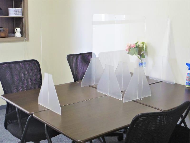 アクリルパーテーショ - ワークカフェ テレワーク、商談、喫茶店かわりの室内の写真