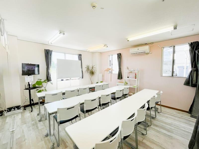会議・セミナーや勉強会! - レンタルスタジオ リル ダンスもできる貸し会議室の室内の写真