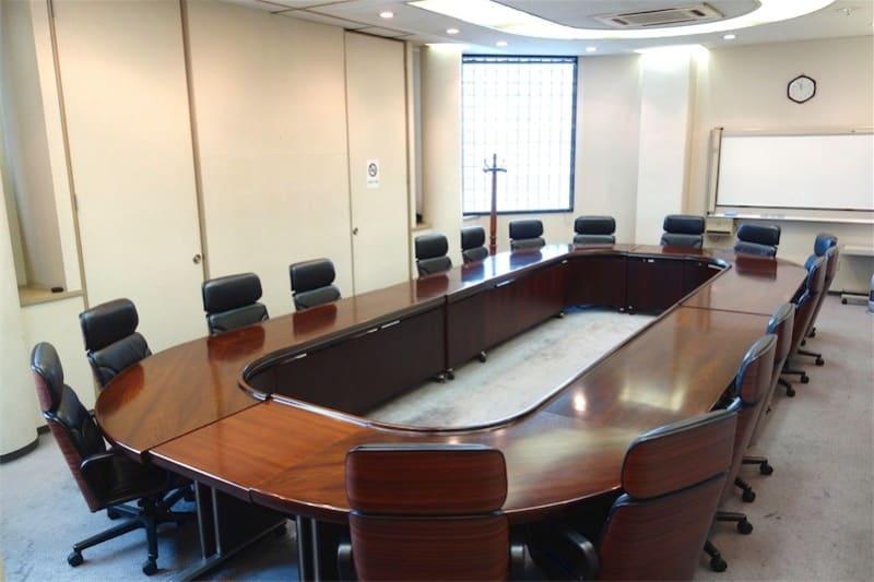 ハイグレードのチェアが20席配置されています - レンタルスペース ノア 大会議室(2F)の室内の写真