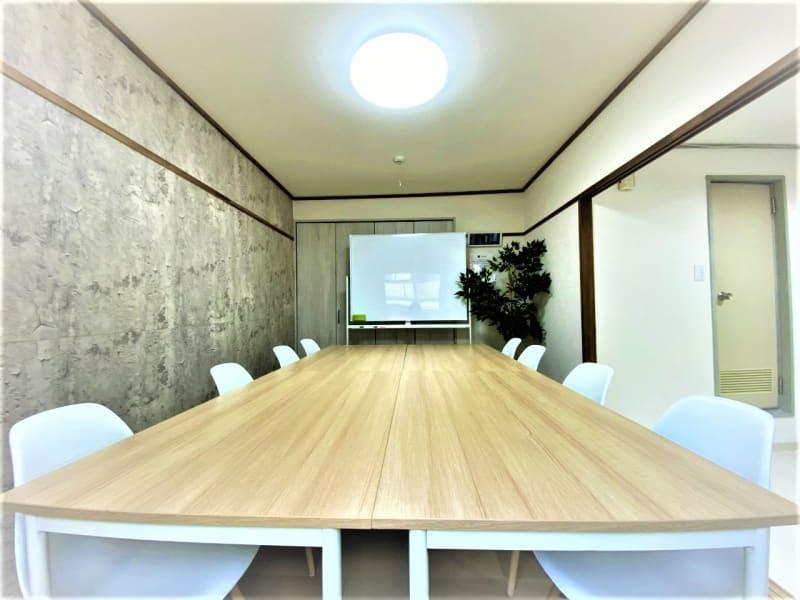 LEAD conference 十三の室内の写真