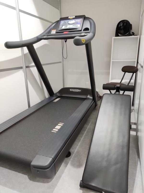 トレッドミル 腹筋台 - フィットネス11本山店 トレッドミル腹筋台設置ルームの室内の写真