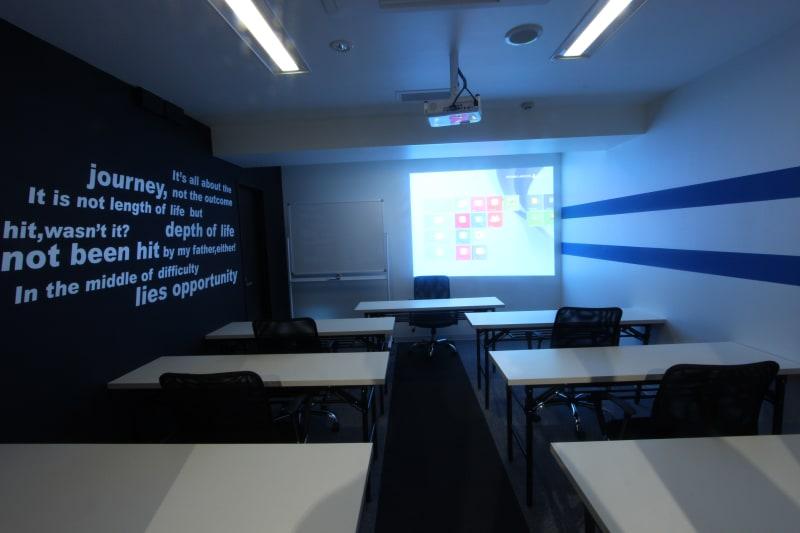 ビジネスセンター四谷 ワークショップ会議室の室内の写真