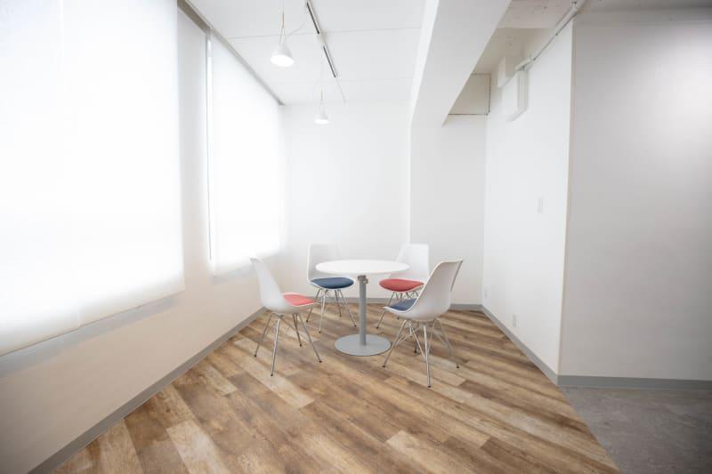 シックスクリエイティブスタジオ 貸会議室の室内の写真