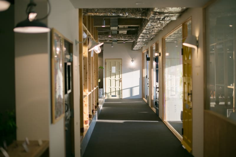teniteo シェアオフィス【4名様用】の室内の写真