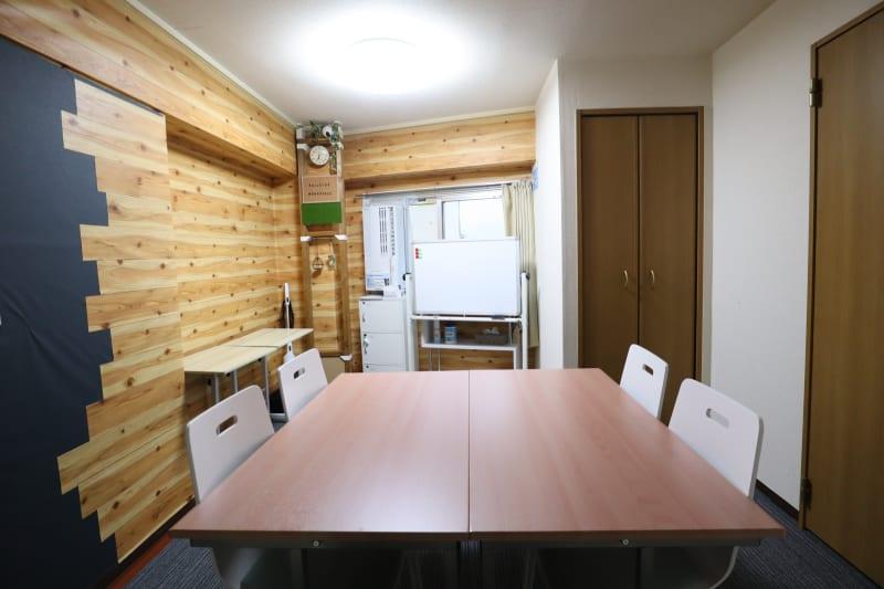ワークスペース 基本レイアウト4名 - おうちWorkSpace武蔵小杉 ワークスペースの室内の写真