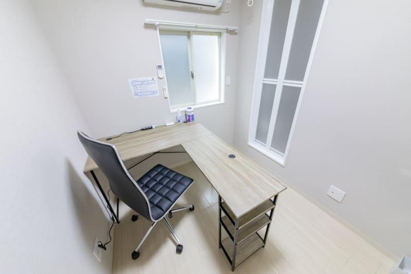 テレワークスペース個室 西新宿 1人用個室オフィス空間 西新宿の室内の写真