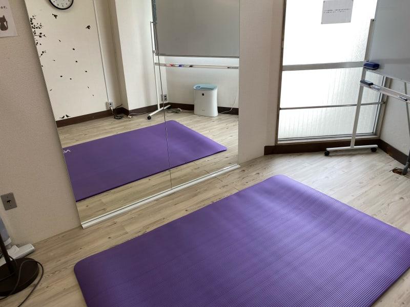 1〜2名までポージングや、動きの少ないダンスなどに利用できます - クロネコ会議室の室内の写真