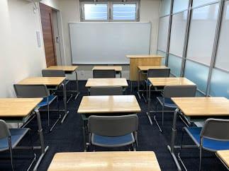 学習塾仕様の教室です。ホワイトボードがあります。 - べレオ和歌山駅東 貸し会議室・多目的スペースの室内の写真