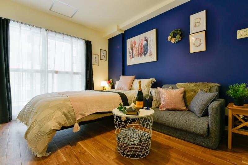 ワークスペースフロリッシュ 床置きソファーでまったり女子会の室内の写真