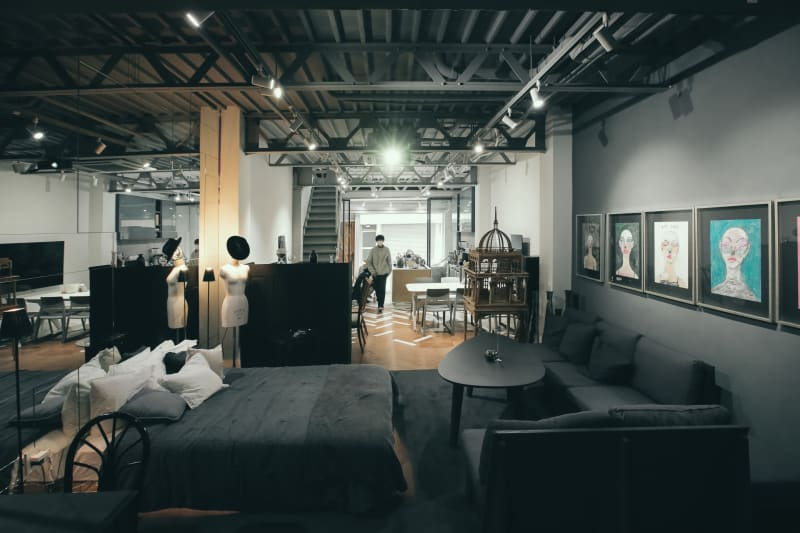 ベッド&リビングスペース - ReHope うつぼ公園大阪 カフェ、ショールームの室内の写真