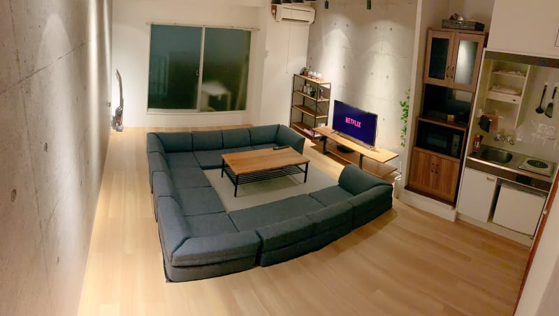 おしゃれなカフェ風スペースです。(もっとライトで明るくできます) - なんばWestの室内の写真