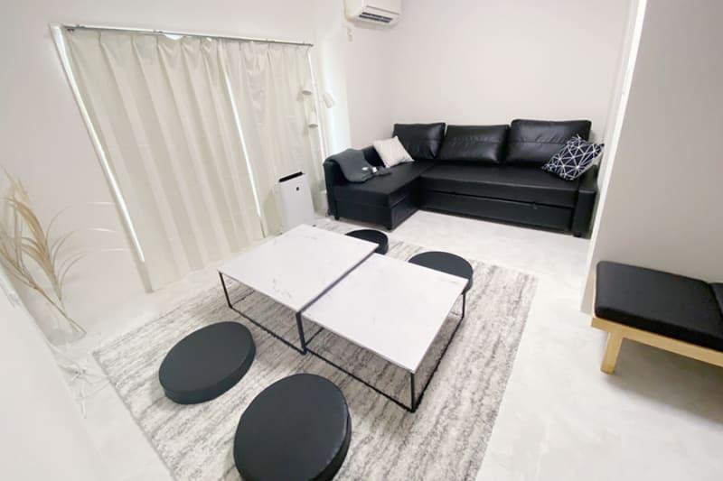 ゆっくりくつろげます🍀 ソファはL字からフラットに変更可能です🙌 - FUN HOUR 心斎橋 パーティールームの室内の写真