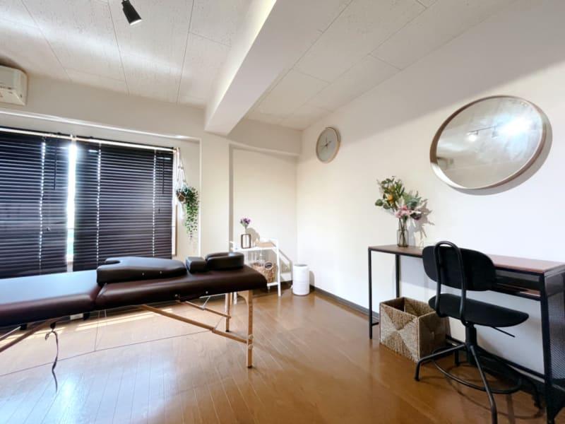 脱毛が出来るシェアサロン サロンスペースの室内の写真