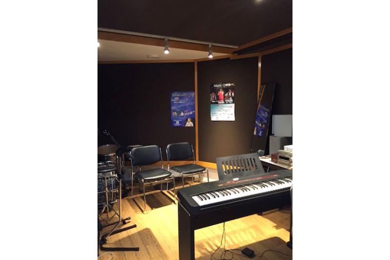 音楽スタジオVOICE FACTORY Dスタジオの室内の写真