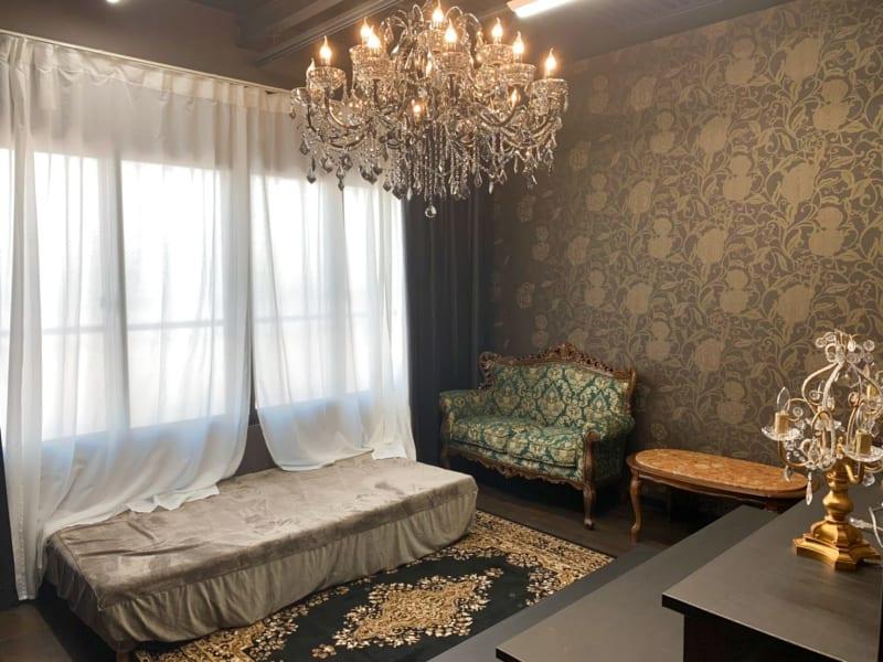 グレースタジオは窓があり自然光を使った撮影が可能です! - ココスタジオ グレースタジオの室内の写真