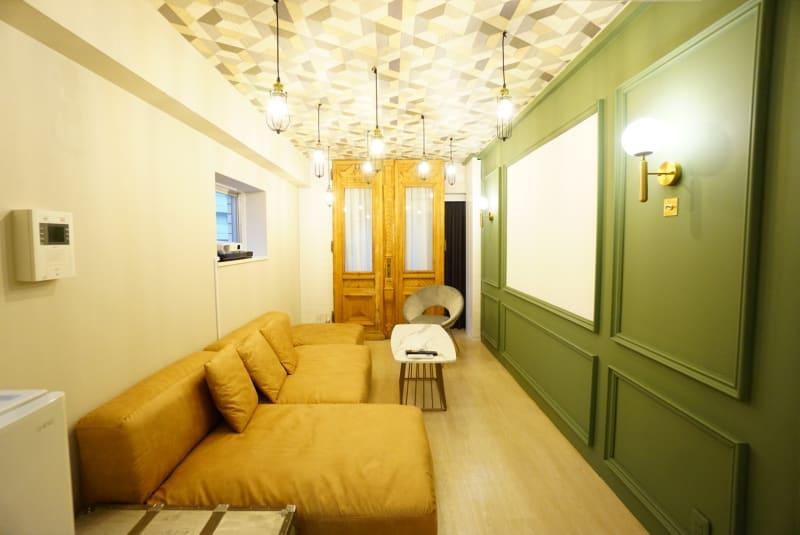 THE ROOMS 赤坂 大画面インスタ映えスペースの室内の写真