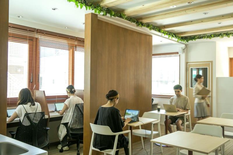 1F フリーデスクエリア - マフィス横濱白楽 個室④の室内の写真