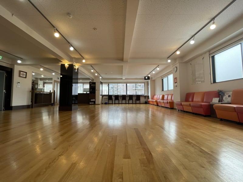 約115㎡開放感のある陽当たり良好!明るいスタジオです♪ - アサノダンススクール ダンススタジオの室内の写真