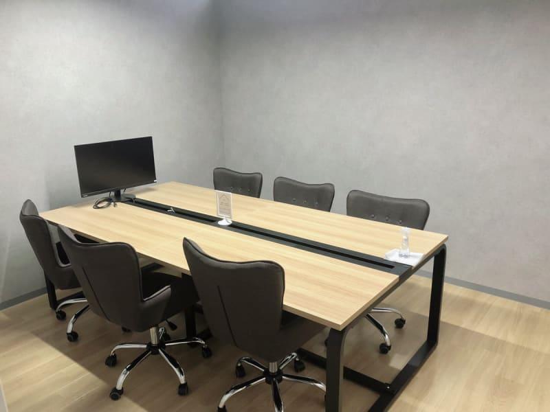 6名会議室 - いいオフィス南越谷 【天井空きあり】6名会議室の室内の写真