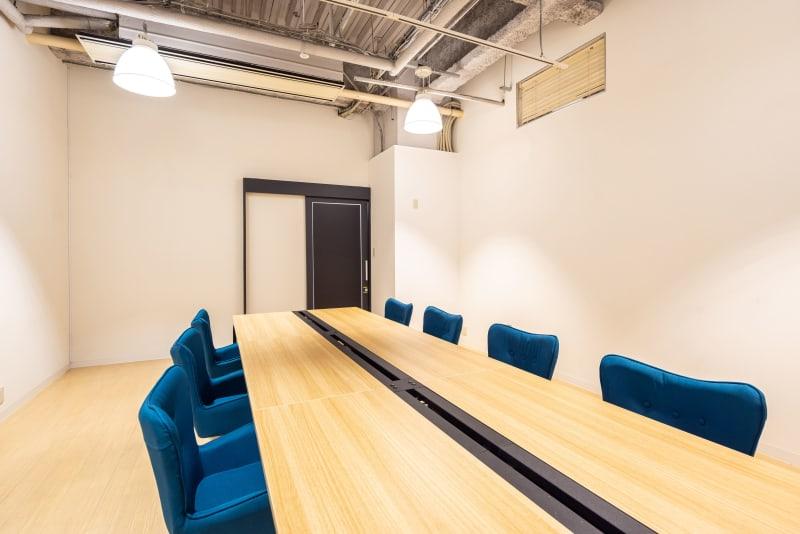 8名会議室 - いいオフィス南越谷 【完全個室】8名会議室の室内の写真
