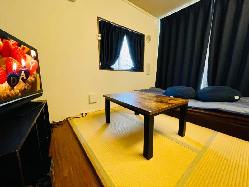 ゲストハウス小野家 モダンデザイン和室の室内の写真