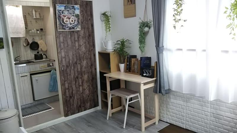 書斎風のスペースから自然光の窓 - アートキャップの写真スタジオ ポートレート撮影レンタルスタジオの室内の写真