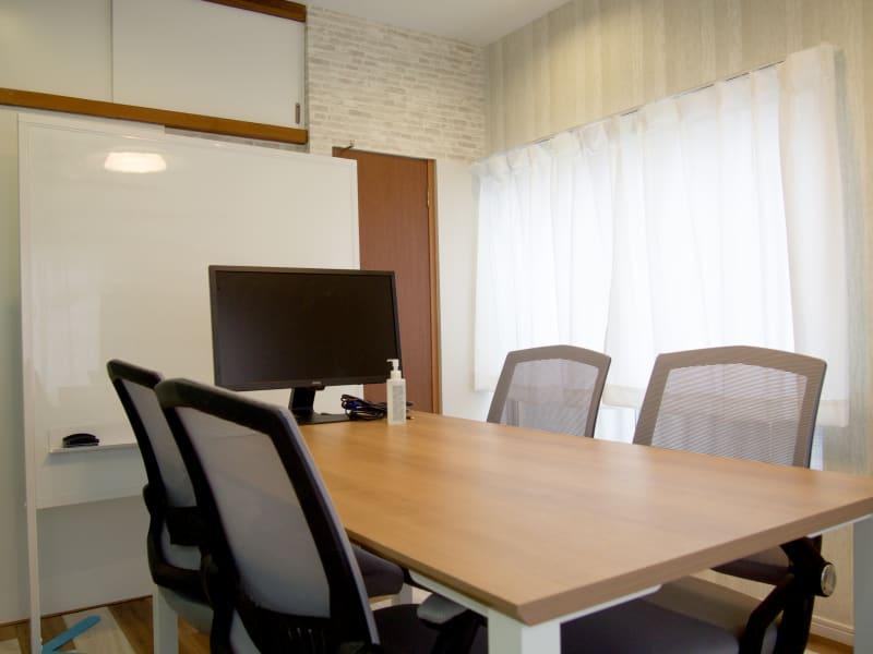 クルメル押上 会議室、テレワークスペースの室内の写真