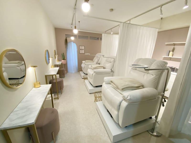 3スペースのご用意 - EYENA eyelash 美容所登録済み、マツエクサロンの室内の写真