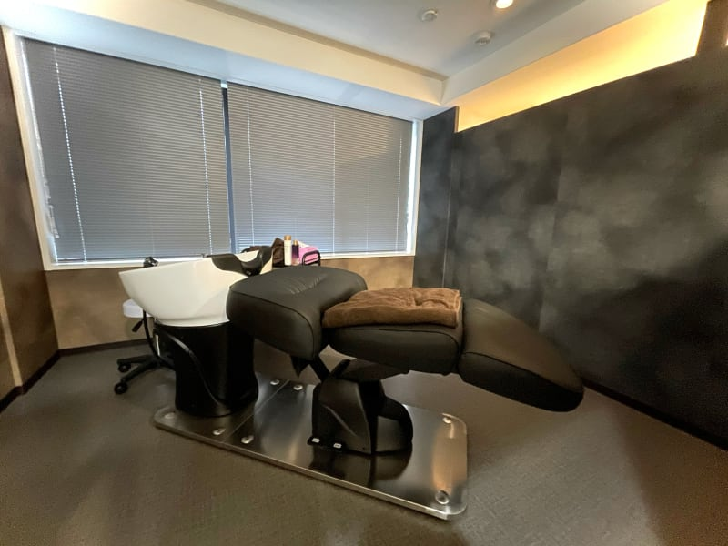 シャンプー台のあるお部屋です!(Room4) ワゴン、ブランケット無料貸し出し有り - 完全個室☆高級レンタルサロン シャンプー台のある個室サロンの室内の写真