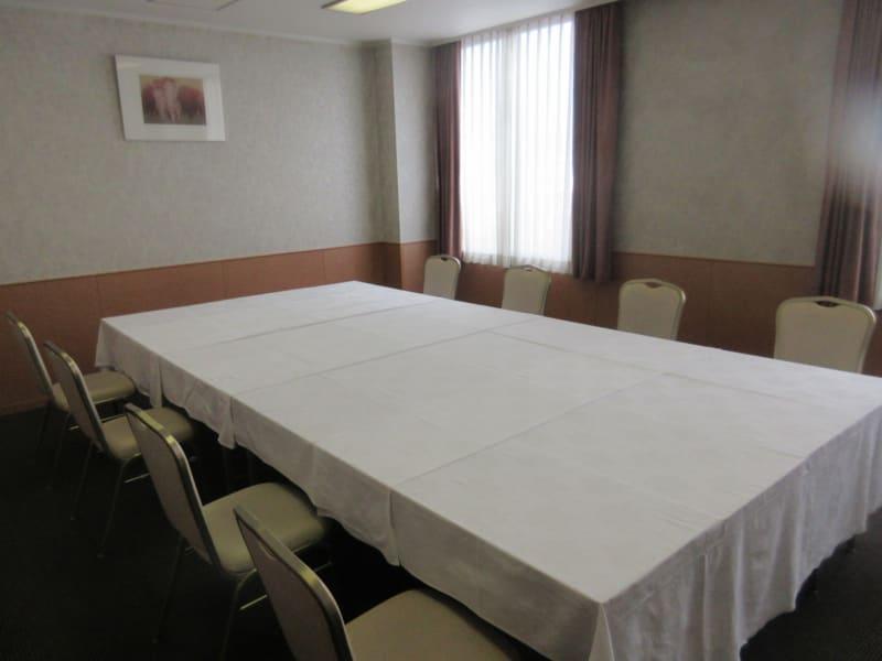 少人数用の会場は2部屋ございます - 広島ダイヤモンドホテル 貸会議室「203号室」の室内の写真