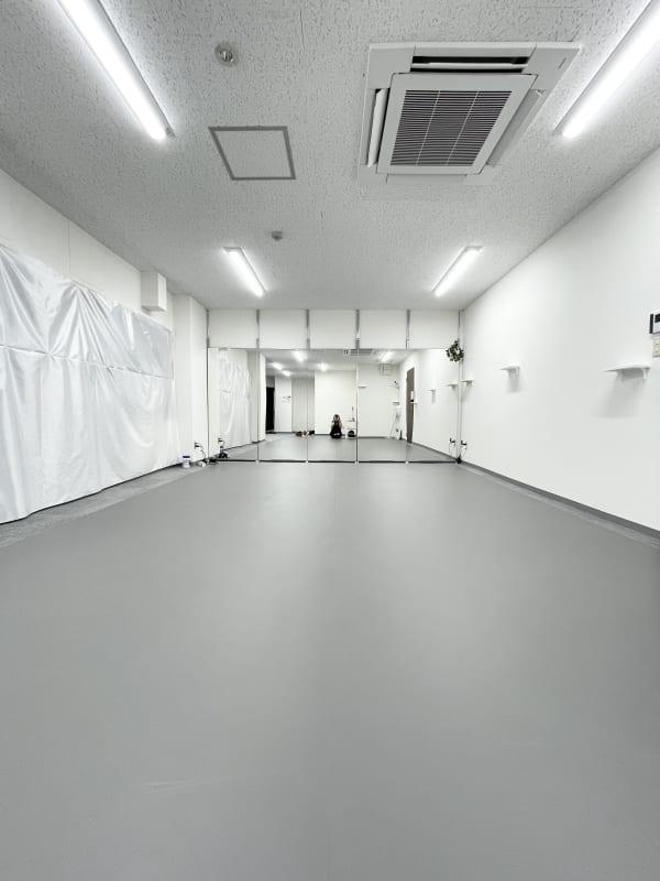Lii danceダンススタジオ 個室のリノリウムダンススタジオの室内の写真
