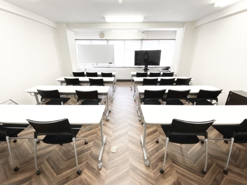 funlabo梅田【大阪駅すぐ】 NEW大阪駅すぐの貸し会議室の室内の写真