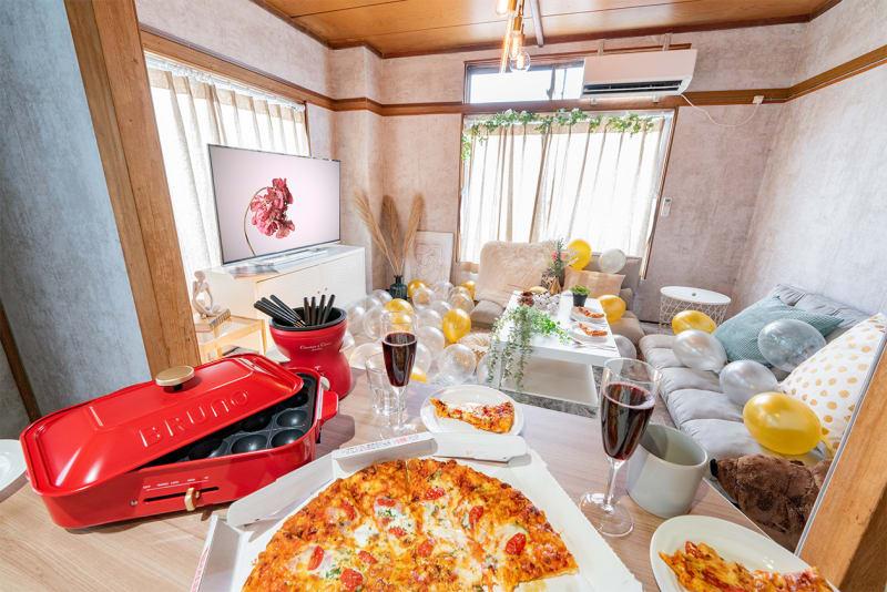 広々開放的なスペース🎵現代アートに囲まれたおしゃれスペースでパーティーはいかがでしょうか?❤ - Cocoro house_01  キッチン・シャワー付きスペースの室内の写真