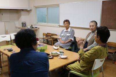 茶話会 - こひつじ国際共育センター はとの室内の写真