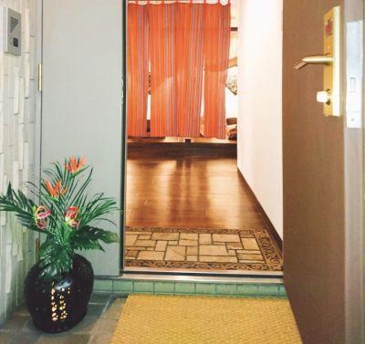 LaCuza谷町六丁目駅前 サロン内の個室【女性施術者専用】の入口の写真