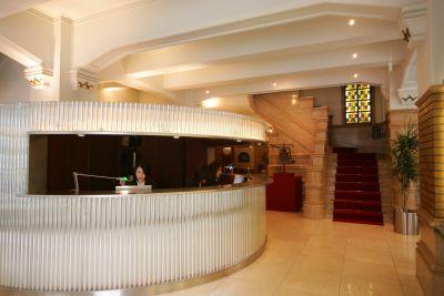 生駒ビルヂング 中会議室(4名用)の入口の写真