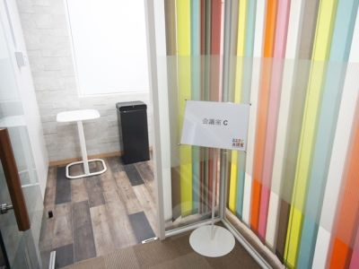 大阪会議室 おおきに会議室御堂筋本町店 応接会議室Cの入口の写真