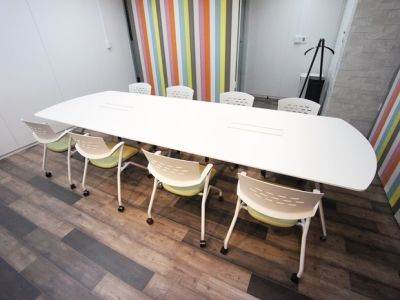 大阪会議室 おおきに会議室御堂筋本町店 応接会議室Cの室内の写真