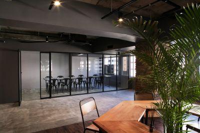 オープンスペース(貸出は行っておりません)。 ※会議室以外は立入禁止 - RANA TAIL 南森町 南森町駅から徒歩5分の会議室の室内の写真