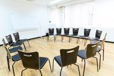 ワン・デイ・オフィス 第2会議室 会議室【舞台練習・稽古】の室内の写真