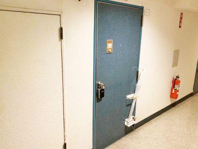 池袋 第一会議室 池袋駅2分/55型4Kモニターの入口の写真