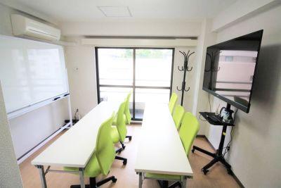 池袋 第一会議室 池袋駅2分/55型4Kモニターの室内の写真