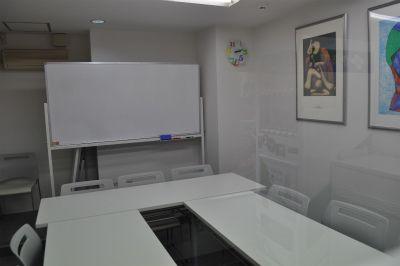 アントレオフィス四ツ谷六番町 貸し会議室(3階 9名用)の室内の写真