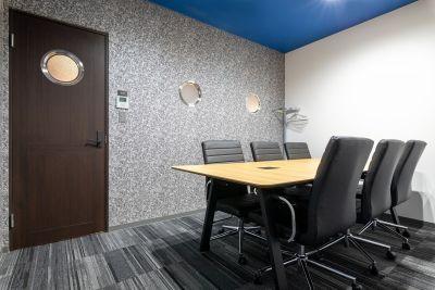 BIZcomfort横浜元町 会議室【8名用】の室内の写真