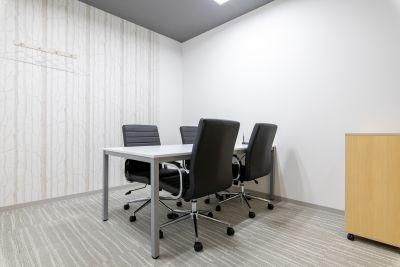 BIZcomfort池袋西口 会議室①(8名用)の室内の写真