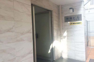 新宿三丁目レンタルスペース会議室 大会議室の入口の写真