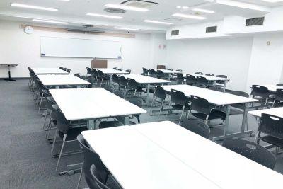 梅田B1Fレンタルスペース会議室 貸会議室の室内の写真