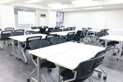 心斎橋本町レンタルスペース会議室 会議室の室内の写真