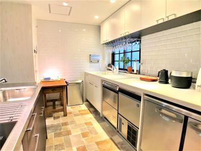 洗い物もスムーズに 45cm幅シンクと78cm幅の大型シンク - Talkレンタルキッチン恵比寿 Talk キッチンスタジオ恵比寿の室内の写真